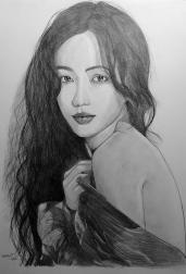 image de portrait d'enfant au crayon graphite